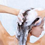Как правильно мыть голову: советы от врача